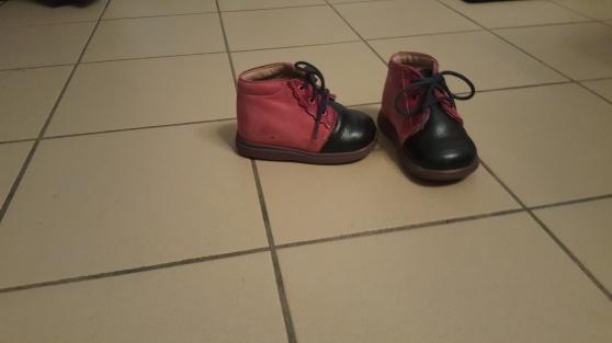 Lot de 4 chaussures fille. T19-T21-T22.