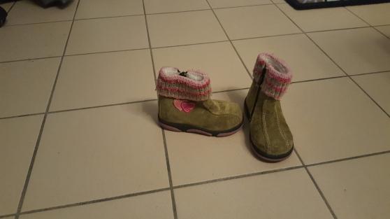 Lot de 4 chaussures fille. T19-T21-T22. - Photo 3