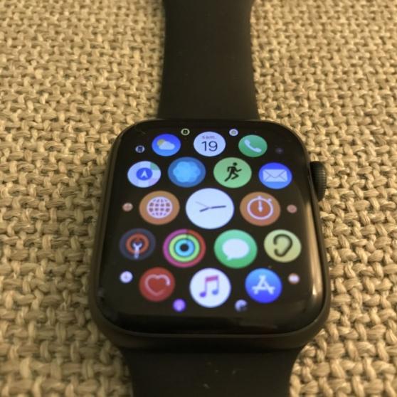Annonce occasion, vente ou achat 'Apple Watch série 5 GPS 44mm facture'