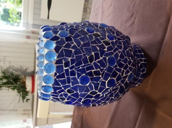 Vase bleu en mosaïque