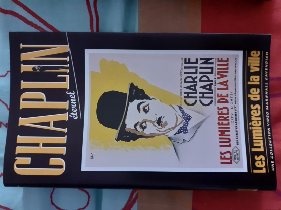 16 Jaquettes de VHS de films de CHAPLIN