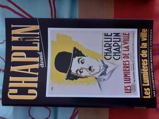 Annonce occasion, vente ou achat '16 Jaquettes de VHS de films de CHAPLIN'