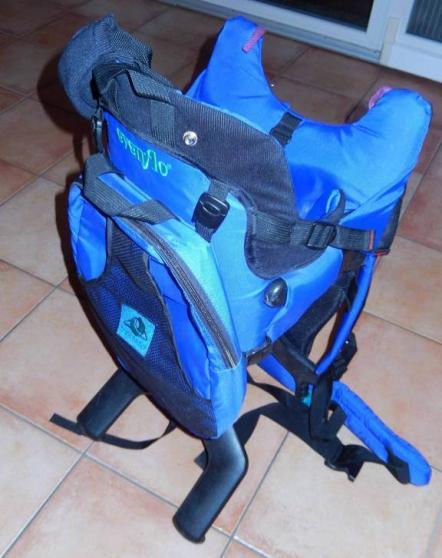 Porte bébé dorsal Evenflo bleu