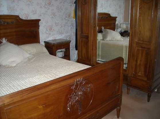 belle chambre ancienne en noyer massif meubles. Black Bedroom Furniture Sets. Home Design Ideas