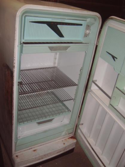 Annonce occasion, vente ou achat 'frigo a relooké a peintre faire prix'