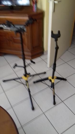 Pupitre et pied quincieux musique instruments pupitres for Achat maison quincieux