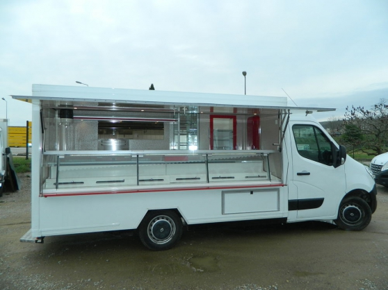 Annonce occasion, vente ou achat 'Beau CAMION MAGASIN Renault master DCI'