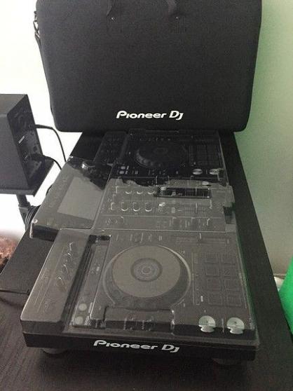 PIONEER DJ RX2 + ÉTUI DE VOYAGE + HOUSSE