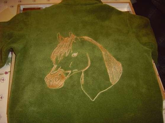 brodeuse sur textile