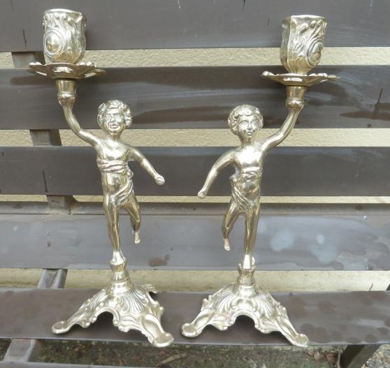 Paire bougeoirs bronze 2 cherubins