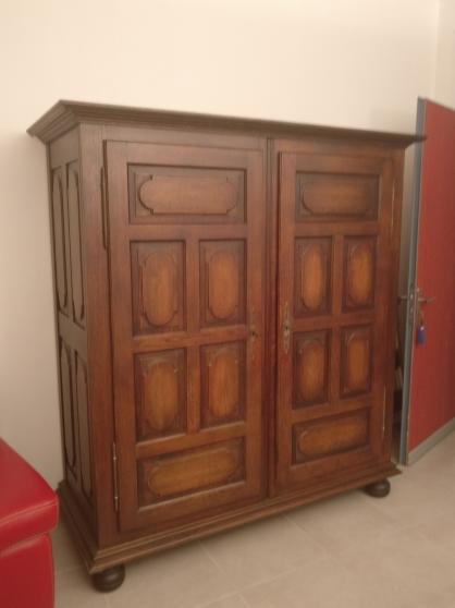 Armoire deux portes en chene meubles d coration armoires for Meuble tele armoire