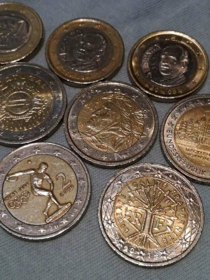 2 pièces en euros différentes. - Photo 2