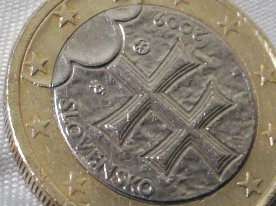 2 pièces en euros différentes. - Photo 4