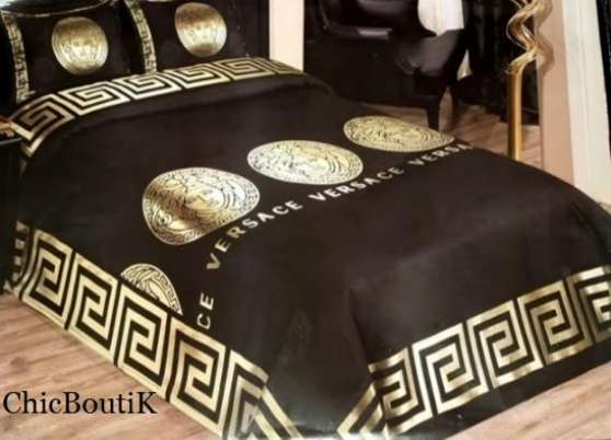 parure de lit versace pas cher neuve meubles d coration lits carc s reference meu lit par. Black Bedroom Furniture Sets. Home Design Ideas