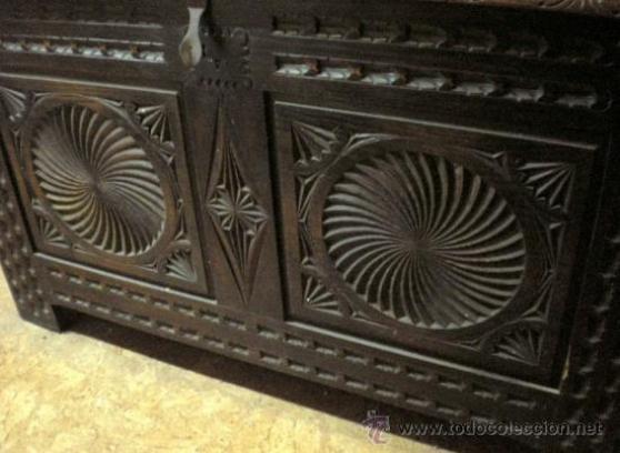 grand coffre ancien en bois sculpt antiquit art brocantes meubles anciens espagne. Black Bedroom Furniture Sets. Home Design Ideas