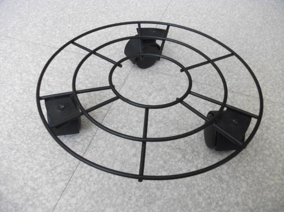 Petite Annonce : Support à roulettes pour pot de fleurs - Vend support à roulettes pour pot de fleurs Diamètre 26 cm et