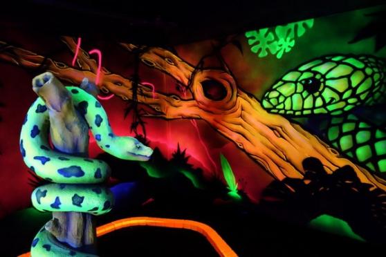 equipement minigolf fluo, escape game...