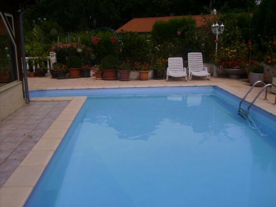 Maison traditionnelle avec piscine 745m2 immobilier a for Velo piscine occasion