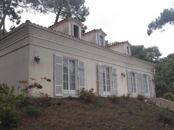 A vendre villa de type 9 à rénover