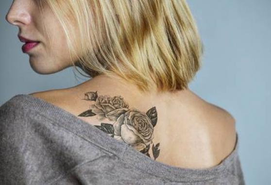 je recherche une j-femme tatouée
