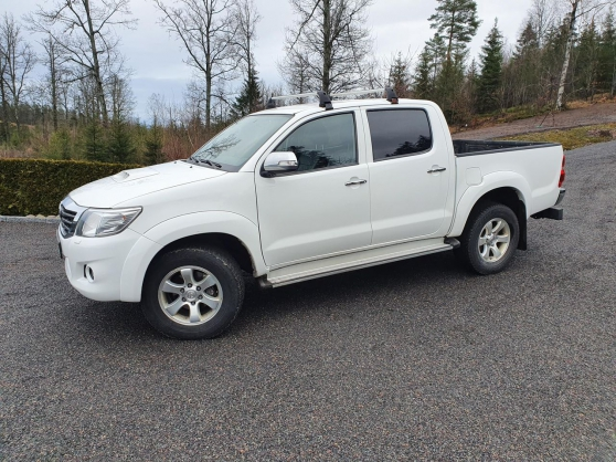 Toyota HILUX 2.5-144 D 4WD BLANC