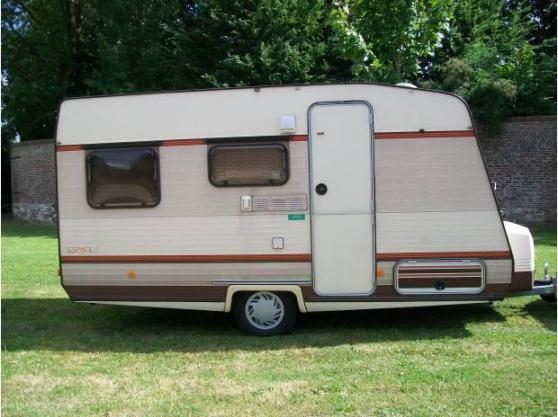 Caravane 4 places gruau caravanes camping car caravanes for Caravane chambre 19 meubles