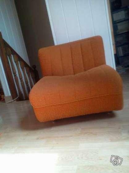 Ensemble de deux fauteuils identiques.
