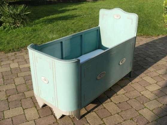 lit b b berceau tr s ancien antiquit lipsheim meubles. Black Bedroom Furniture Sets. Home Design Ideas