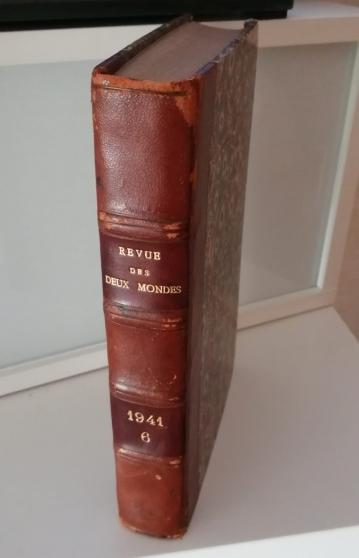 """110 livres """"Revue des deux mondes""""."""