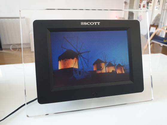 Annonce occasion, vente ou achat 'Cadre photo numérique 7 pouces - SCOTT'