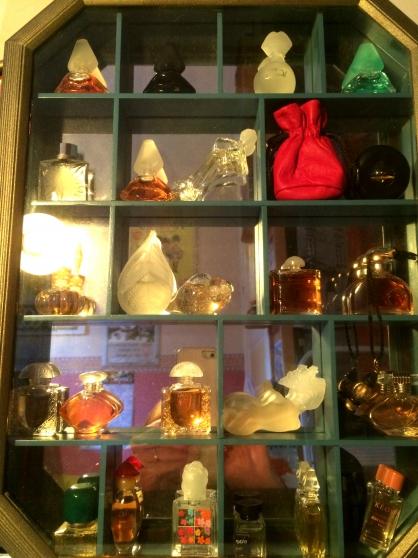 vitrine miniatures de parfums onnaing collections parfums onnaing reference col par vit. Black Bedroom Furniture Sets. Home Design Ideas