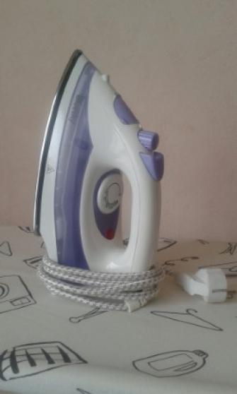 Un Fer couleur blanc et violet