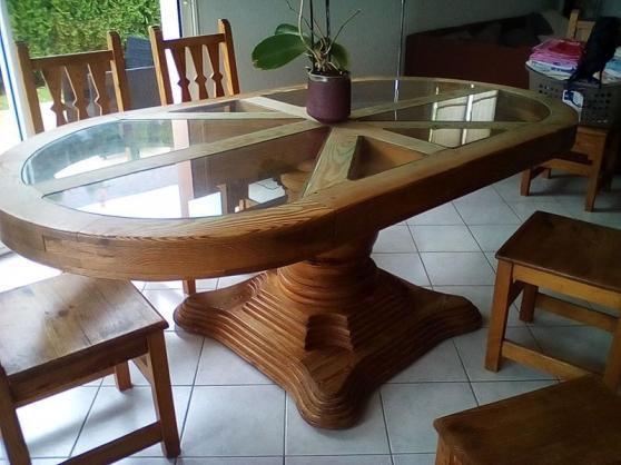 table en bois vitrée + 6 chaises