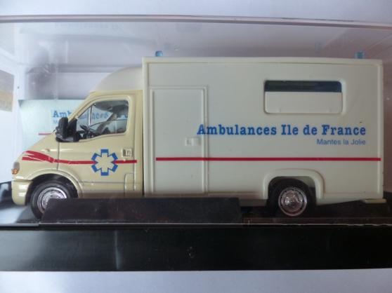 RENEAULT MASTER ambulance VEREM 1/43ème