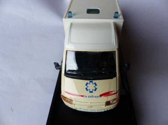 RENEAULT MASTER ambulance VEREM 1/43ème - Photo 2