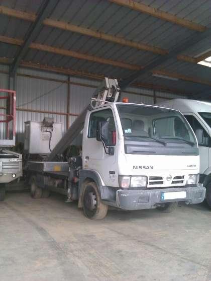Camion Nacelle Nissan Capstar Multitel