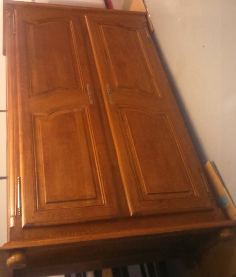 Armoire pied boule meubles d coration armoires murales for Meuble tele armoire