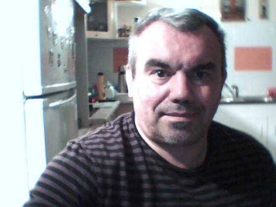 Petite Annonce : Cherche une amie tout simplement - Thierry, début de la cinquantaine, divorcé libre de tout engagement