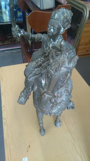 cheval et guerrier en bronze