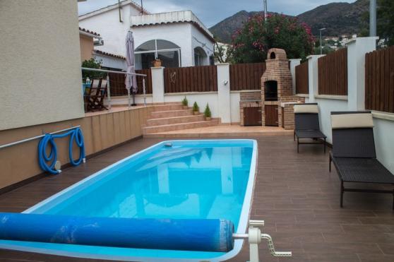 jolie maison 2ch avec piscine rosas immobilier a vendre etranger espagne barcelone. Black Bedroom Furniture Sets. Home Design Ideas