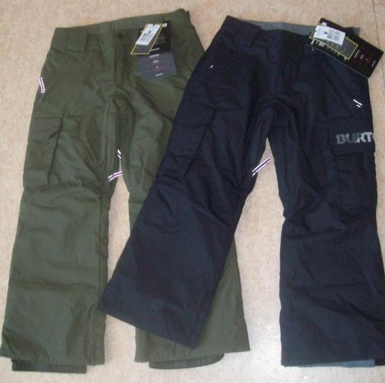 Pantalons de skis neufs.