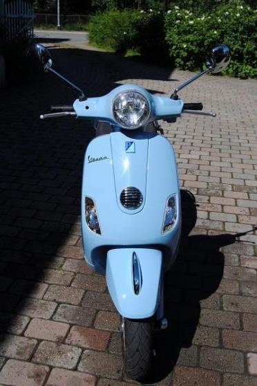 Vespa scooter LX50 2T 2009