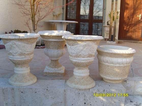 Pots de fleurs ronds sur pied