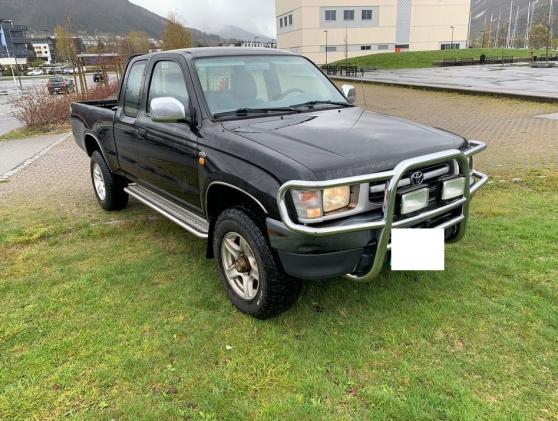 Annonce occasion, vente ou achat 'Toyota HILUX 2.4-90 D 4WD'