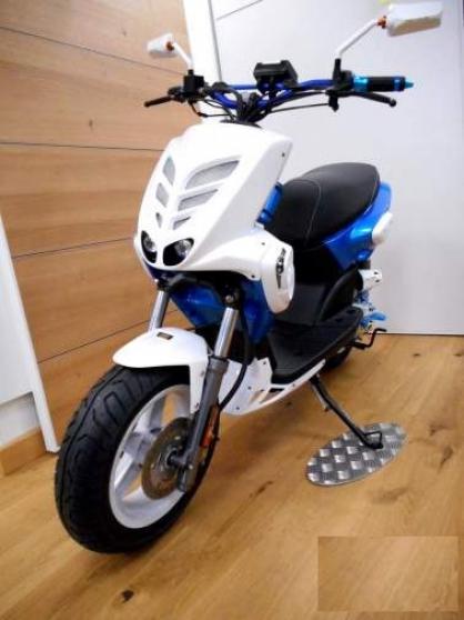 mbk stunt 2016 enti rement pr par moto scooter v lo scooters neuilly sur marne reference. Black Bedroom Furniture Sets. Home Design Ideas
