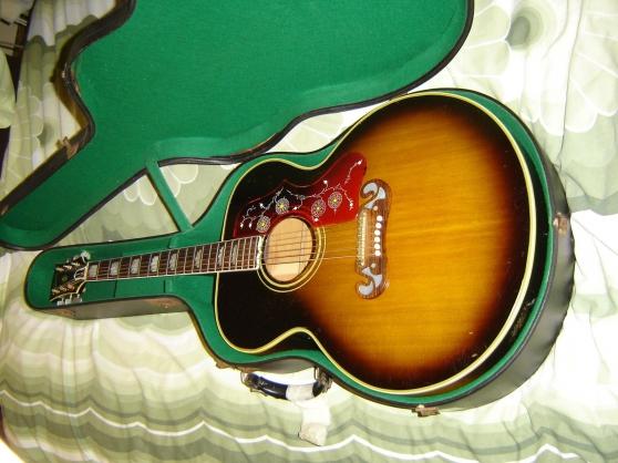 Gibson J200 - Photo 2