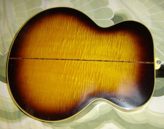 Gibson J200 - Photo 3