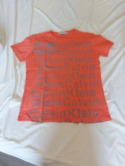 Annonce occasion, vente ou achat 'T.shirt C.klein taille M'