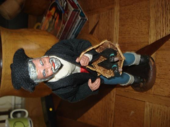 Petite Annonce : Santon lagarrigue - Santon de 23-24 cm sur socle, signé Lagarrigue. Homme portant panier