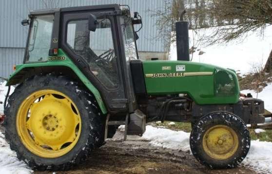 Tracteur JOHN DEERE 3300